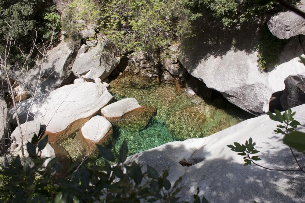 Reliefs et piscines naturelles en Corse du Sud