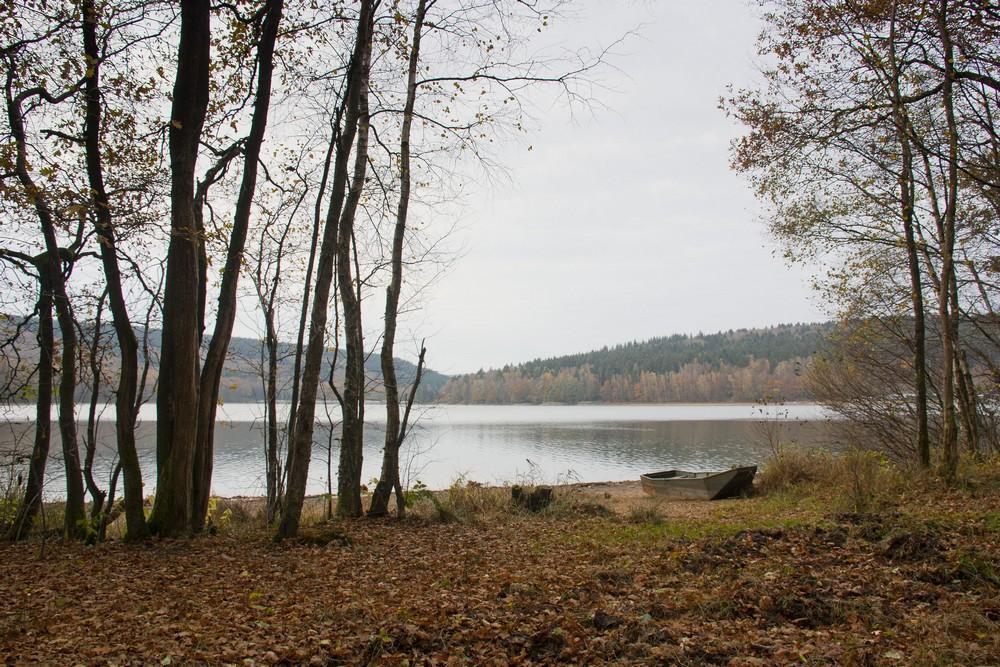 Le lac des Vieilles Forges et le gris de novembre