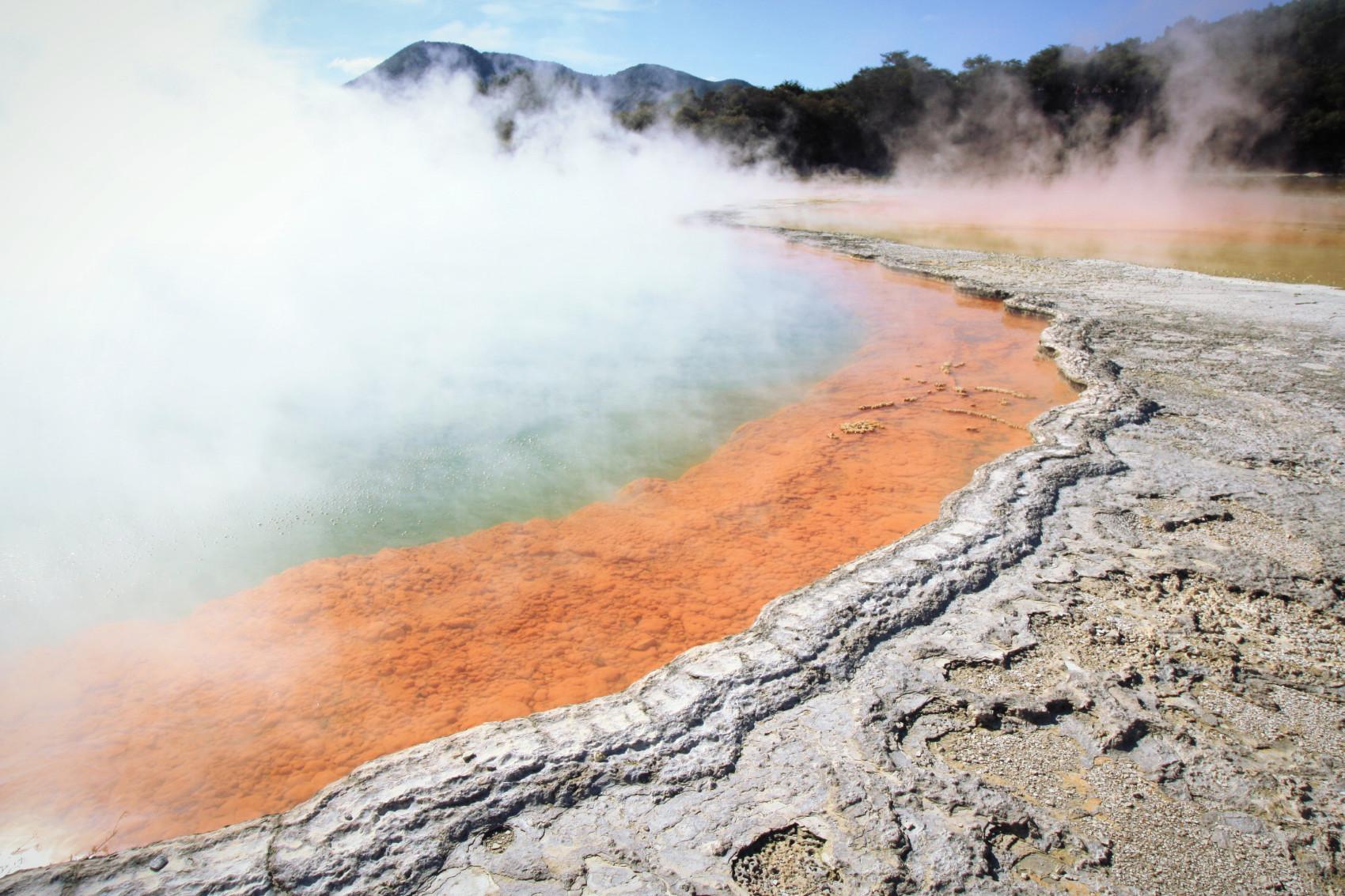 NZ : Wai-O-Tapu, le tableau colorée de l'activité géothermique
